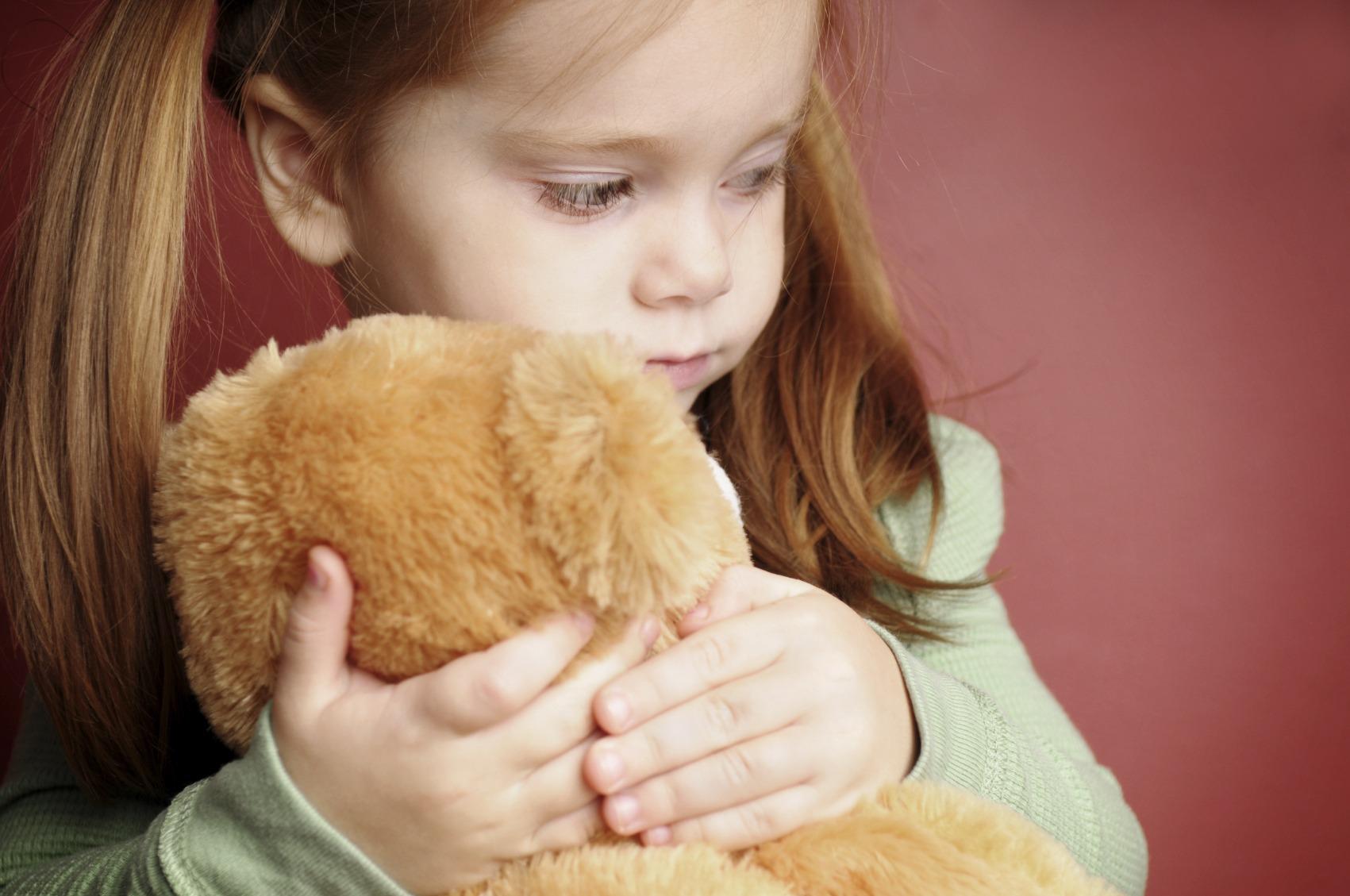 Почему ребенок боится своих рук